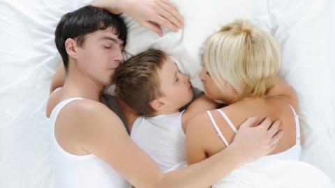 Мифы о проблемах совместного сна детей с родителями