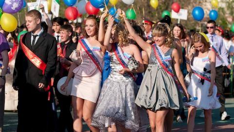 Выбираем платье на школьный выпускной в 2015 году