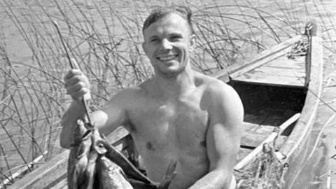Обзор СМИ: рыбак Гагарин, причины демарша Чепрасова, законопроект о кредитах