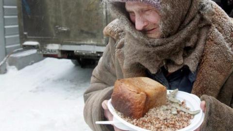 «Беспрецедентными темпами»: власти не в силах остановить стремительное нищание россиян