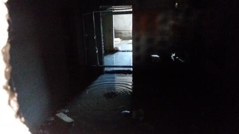 Подвалы двух жилых домов в Солнечном-2 затапливает вода