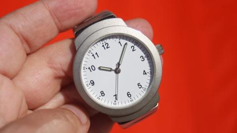 Показывают точное время