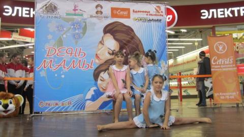 Более сотни саратовцев приняли участие в праздновании Дня мамы с «МК» в Саратове»