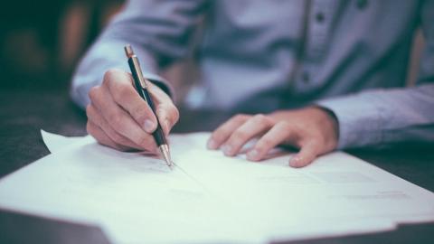Как оформить сделку с помощью факсимиле без ущерба для компании