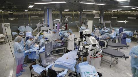 Взглянуть на мир по-новому: саратовцам бесплатно восстанавливают зрение