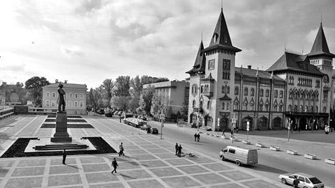 Сначала сквер  на Рахова, потом плитка на Волжской
