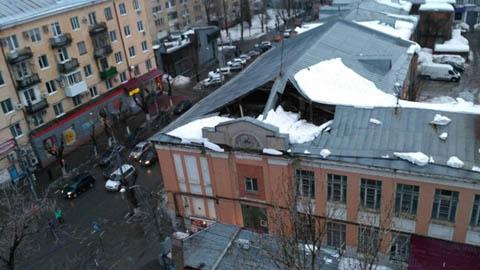 Падают балконы, проваливаются крыши