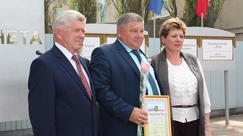 Победители  на площади  Победы