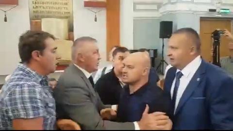 Вице-губернатор Пивоваров разнимал потасовщиков