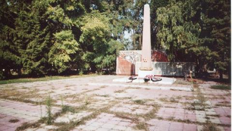 На месте мемориала - котлован