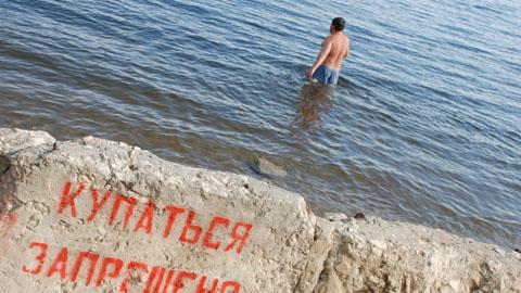 В фонтан можно,  на пляж нельзя