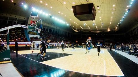 Новую баскетбольную площадку в Саратове опробовали Автодор и ВЭФ
