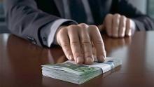 Как госслужащий должен реагировать на предложение взятки?