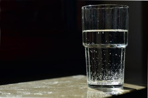 Угроза стаканом