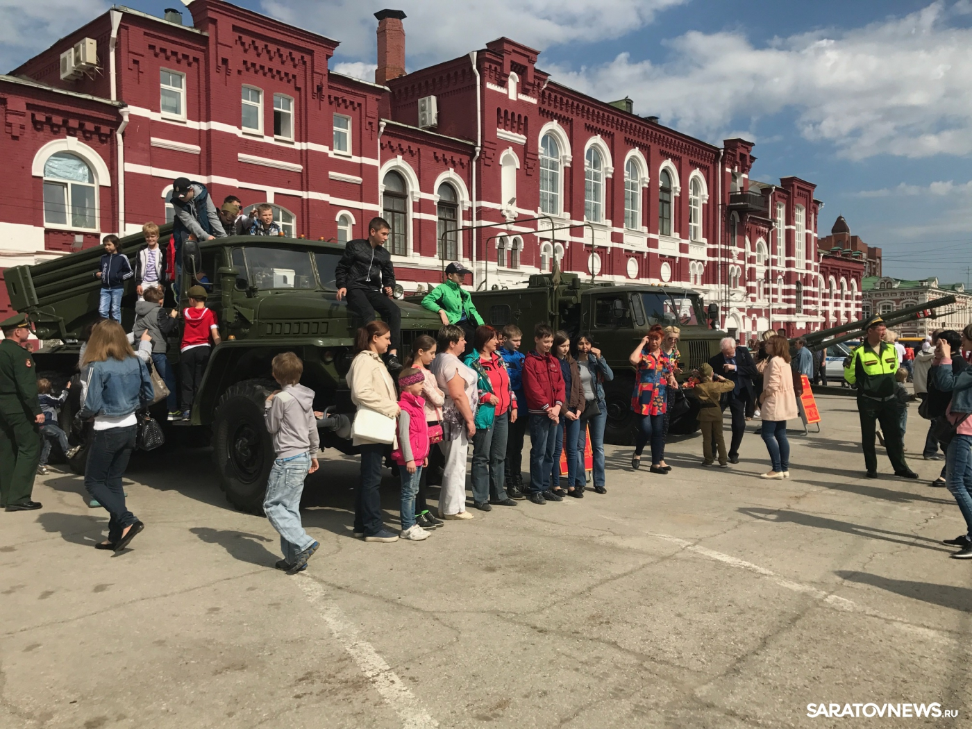 Парад Победы на Тетральной площади
