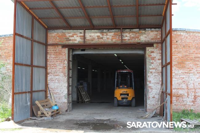 Крупный подпольный цех попроизводству нелегального алкоголя найден наокраине Саратова— УФСБ