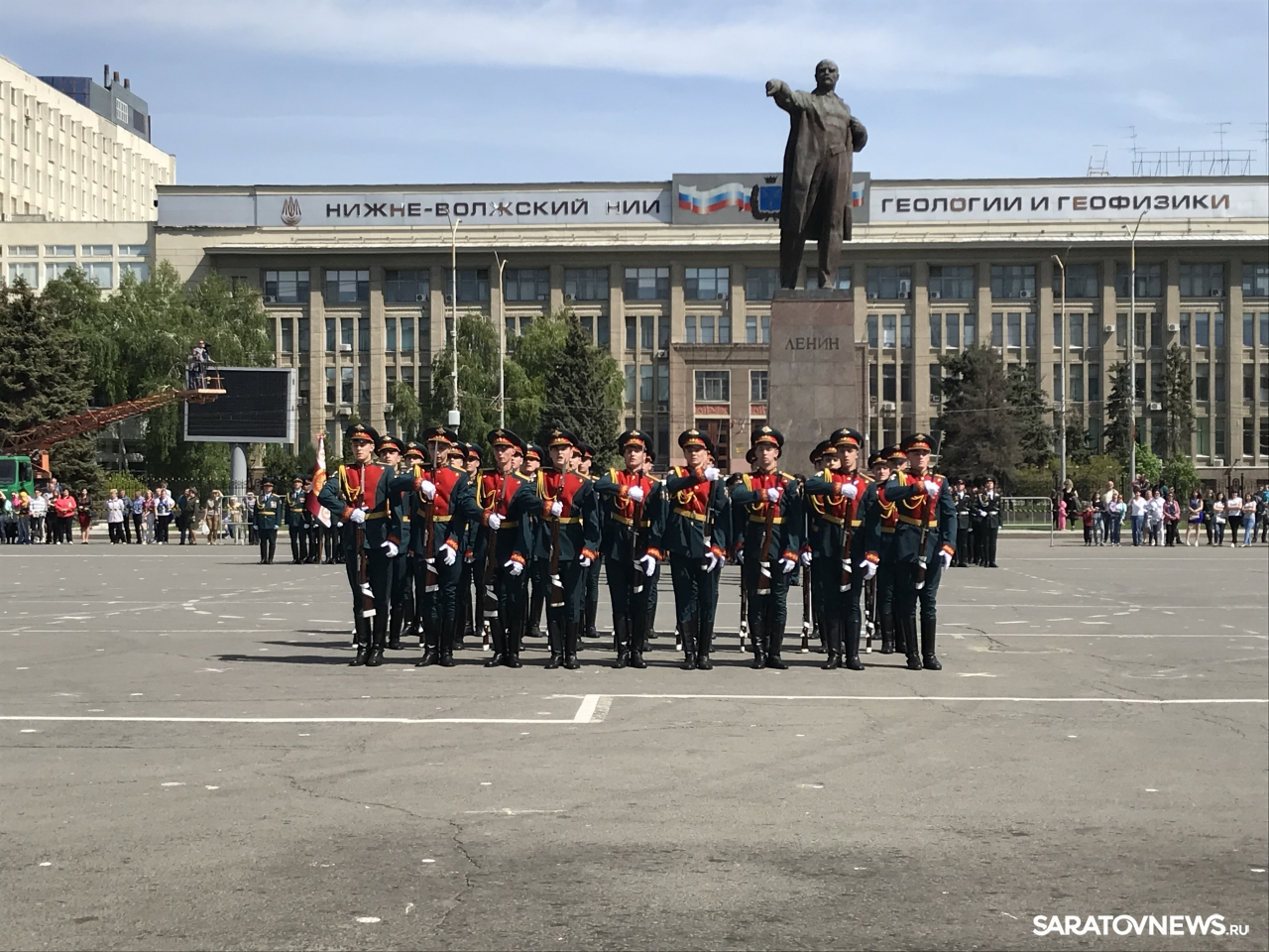 Военное шоу на Театральной площади