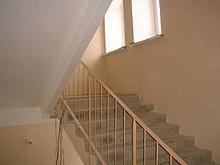 Лестничные марши относятся к составной части лестницы,и представляют собой ряд ступеней и несущих балок.