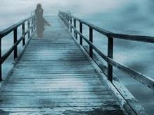 Девушка спрыгнула с моста