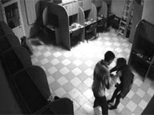 Насильник из Интернет-кафе заснят камерами. Видео