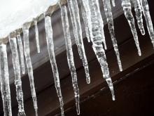 Два детских сада в Саратове обяжут избавиться от снега на крыше