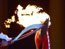Вице-губернатор и рекордсмен-паралимпиец зажгли чашу огня