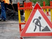 """Рабочие вскрыли половину дорожного полотна на мосту """"Саратов-Энгельс"""""""
