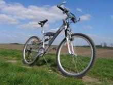 Школьник на велосипеде попал под маршрутку