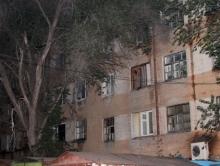 Жители Домов 8 Марта выгнали из двора строителей незаконной парковки