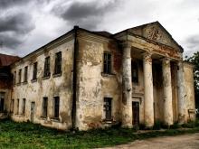 В самойловском селе клуб и библиотеку продали на стройматериалы
