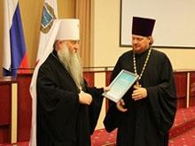 Владыка Лонгин и губернатор наградили верных супругов