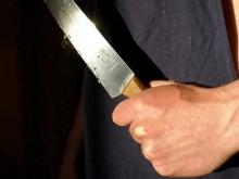 Мать ударила сына ножом в живот