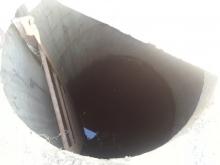Балаковцы просят закрыть опасный люк во дворе школы
