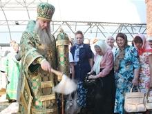 Митрополит Лонгин освятил купол нового храма