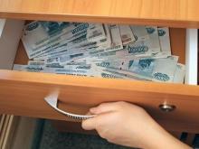 Судебный пристав забрала себе 78,5 тысяч рублей должников