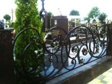 Молодой рецидивист продал ограду с чужой могилы