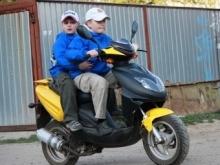 """""""Скорая помощь"""" сбила двух подростков на скутере"""