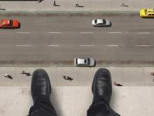 Саратовец выбросился с балкона десятого этажа