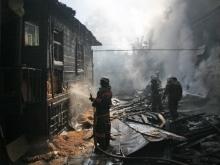 В Татищеве парень с девушкой спасли пенсионера из горящего дома