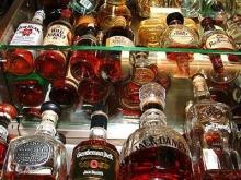 Полицейские изъяли с торговой базы полторы тысячи бутылок спиртного