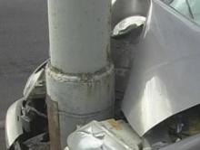 Подросток ранен, а мужчина погиб в столкновениях  авто со столбами
