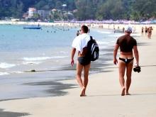 На городском пляже избит и ограблен отдыхающий