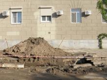В Волжском районе Саратова в асфальте образовалось несколько метровых провалов