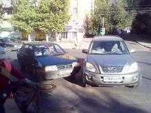 Из-за дорожной аварии встала улица Чернышевского