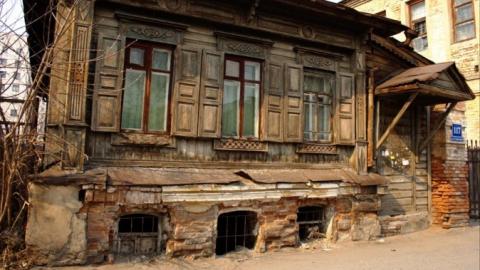 Расселение аварийных домов в Саратове начали с развешивания табличек