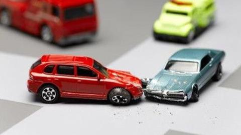Саратовцы-автомобилисты требуют денег у страховщиков каждые два года