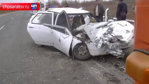 Четверо жителей Вольска разбились в аварии с бензовозом
