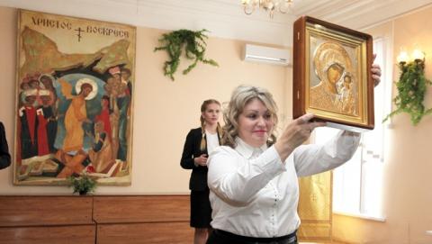 Александр Буренин подарил  гимназии в честь открытия икону
