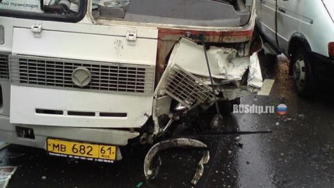 В автобусе под Вольском разбились восемь взрослых и четверо детей