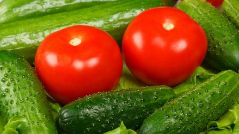В Саратове и области резко подорожали помидоры и огурцы